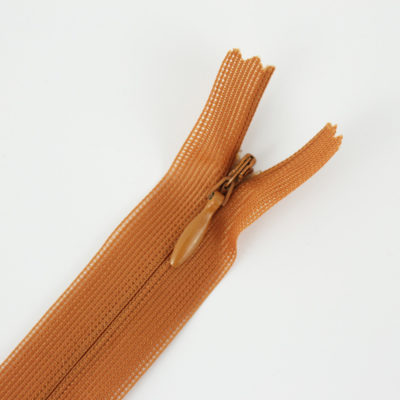 Zip invisible caramel