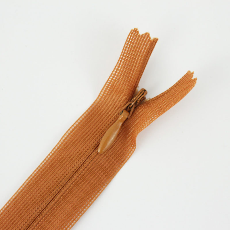 Zip invisible caramel