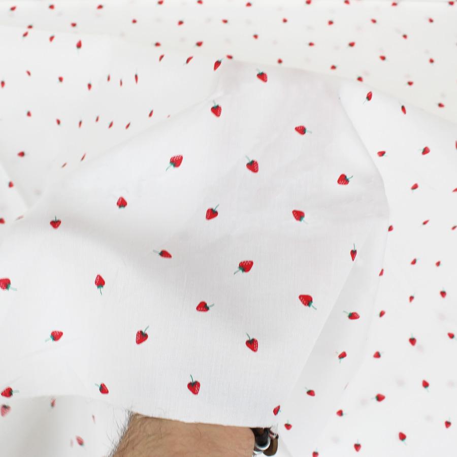 Tissu popeline coton mini fraise oeko tex