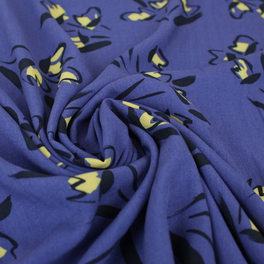 Tissu viscose imprimé fleurs esquisse bleu iris
