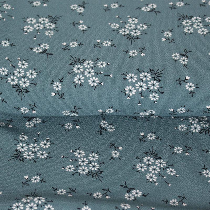 Zoom crêpe gaufré petites fleurs aquamarine