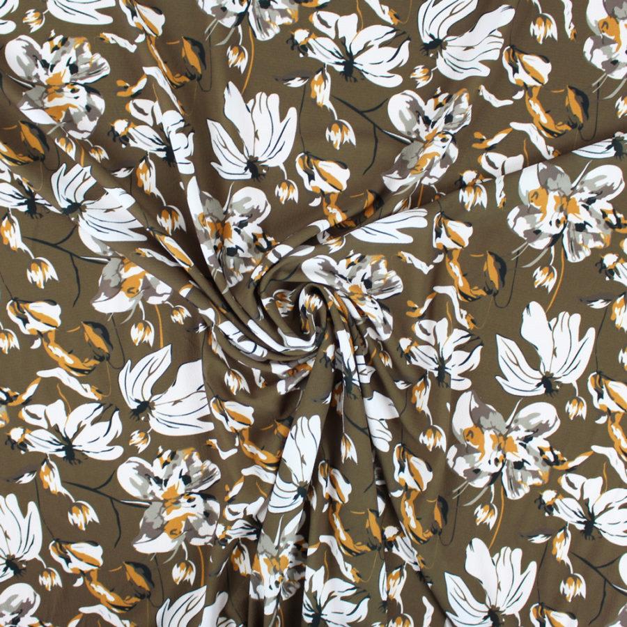 Tissu crepe gaufré grandes fleurs kaki